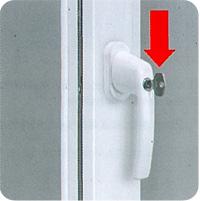 г) Для ограничения доступа детей используйте средства защиты от открывания(например, запирающиеся оконные ручки)