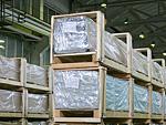 После упаковки в рукав подоконники укладываются в паллету выложенную гофрированным картоном и закрываются упаковочной полиэтиленовой плёнкой